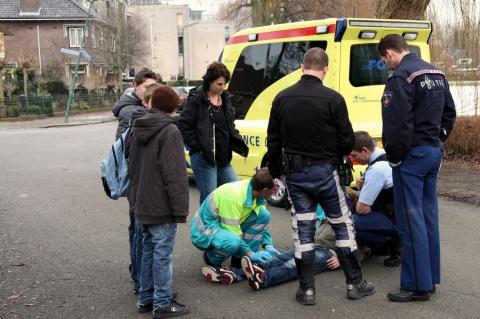 Jongen gewond na val van fiets