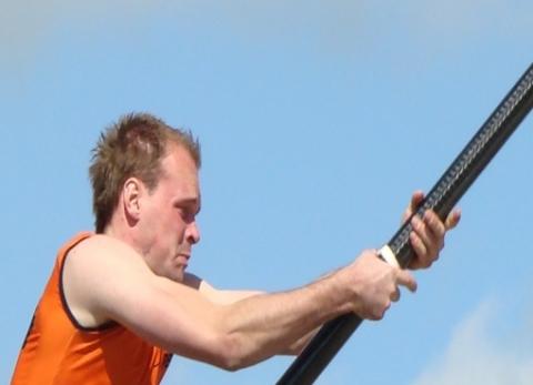 Jaco de Groot springt 19.29