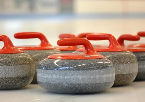 Curling op ijsbaan in Woerden