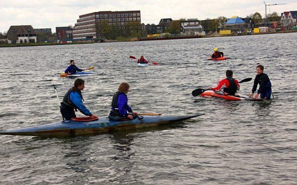 Kano proberen tijdens Dag van de Watersport