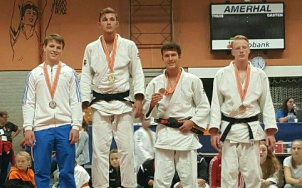 Sander Looy 2e tijdens Judo toernooi