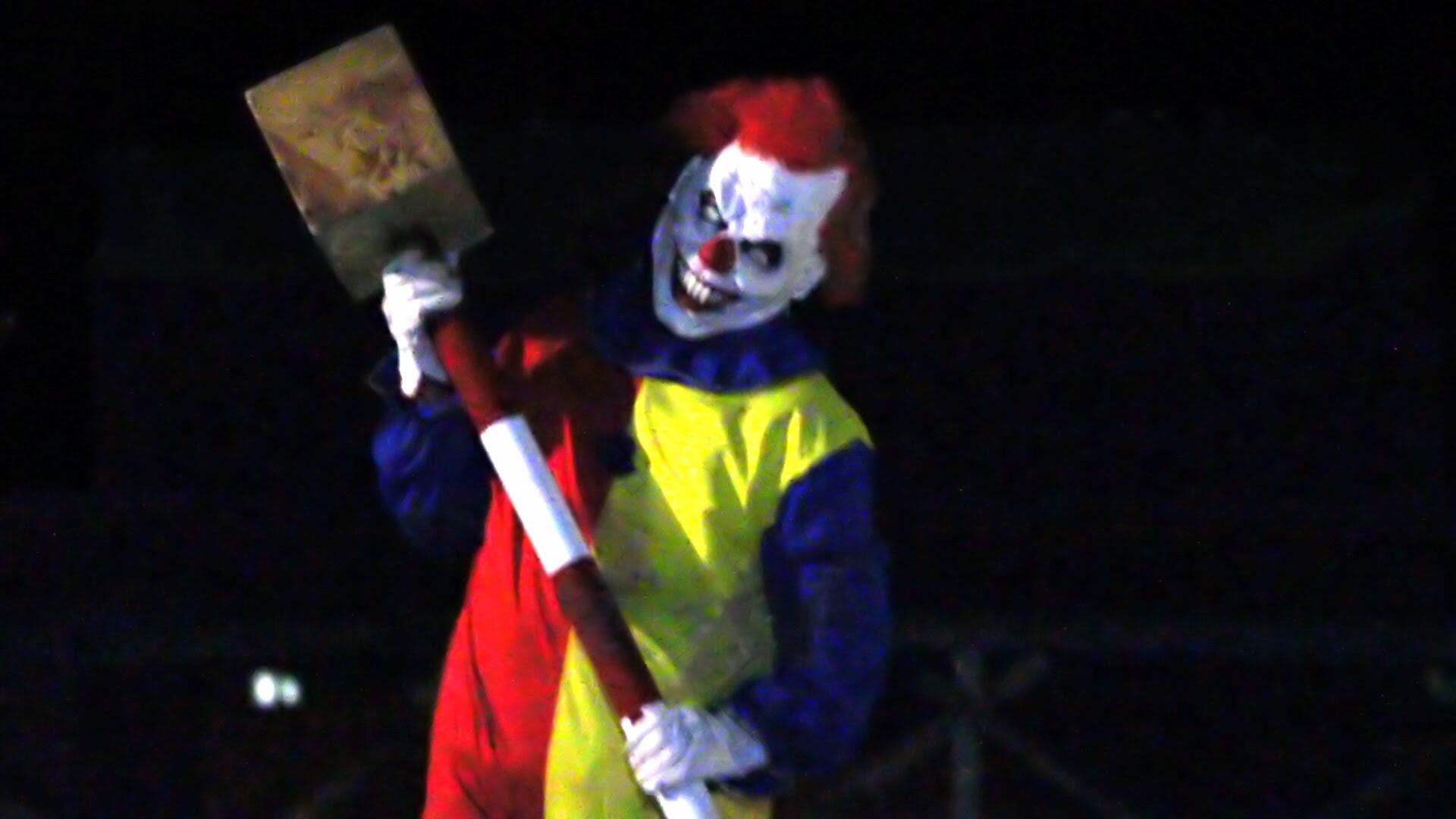 Onwijs Lolbroeken in clownspak door Woerden - Woerden.TV MG-66