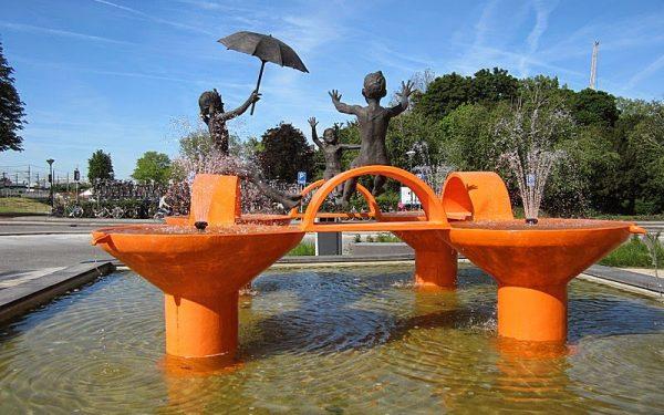 Wie vist de fontein leeg met zijn netje?