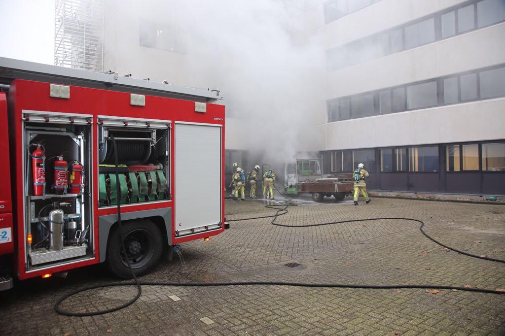 Autobrand slaat door naar vergaderlocatie gemeente Woerden