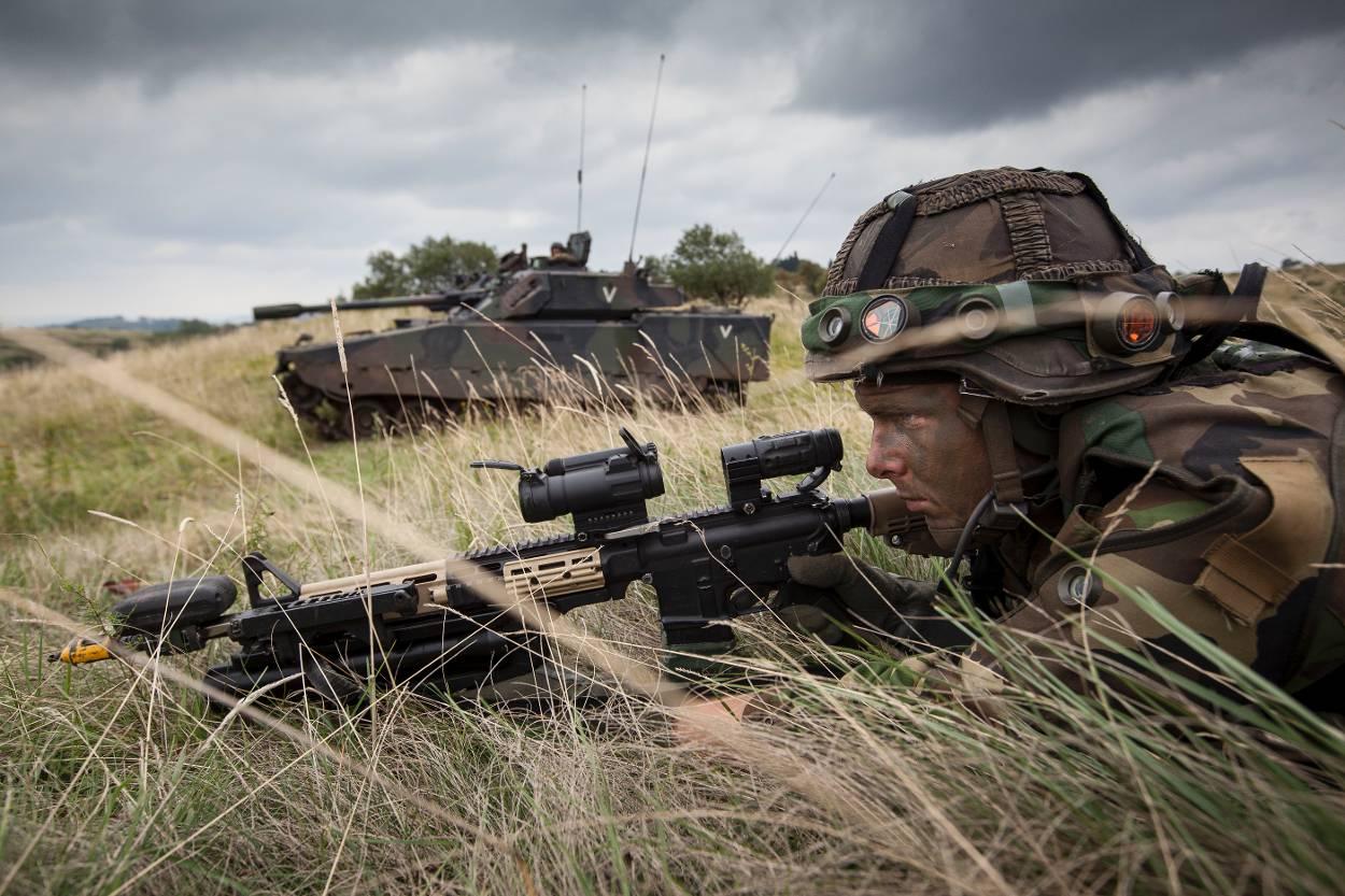 Militairen Koninklijke Landmacht naar Woerden voor beëdiging