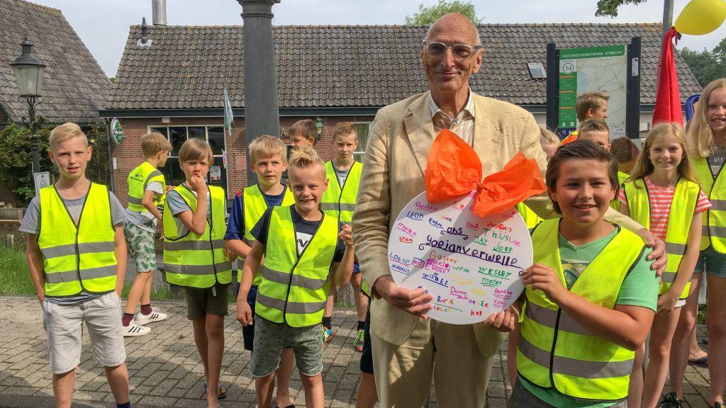 Kinderen pakken te hard rijdende automobilisten aan in Hekendorp