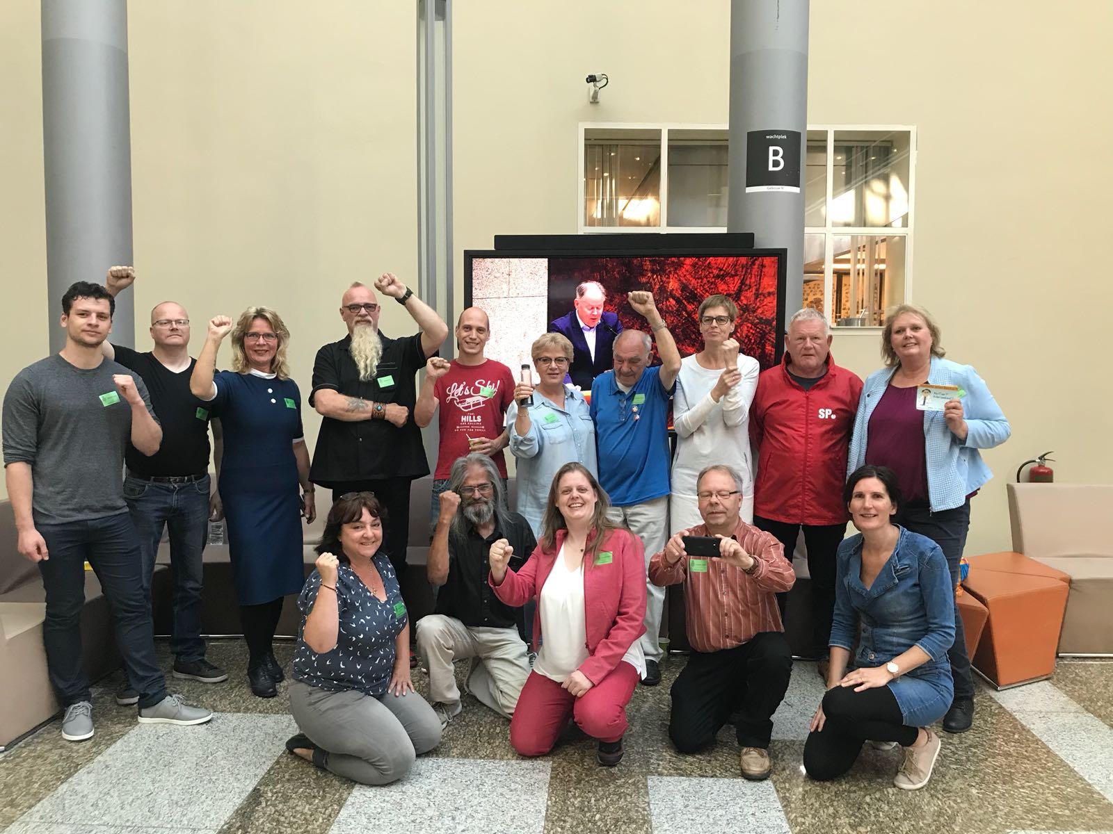SP Woerden demonstreert in Den Haag voor terugkeer ziekenhuis