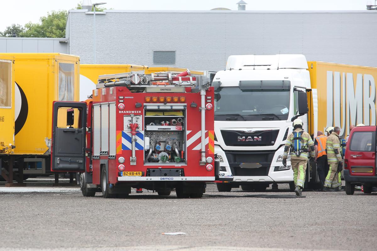 Klein brandje in vrachtwagen