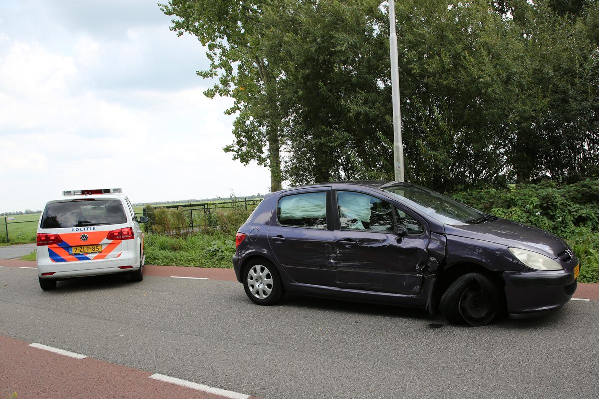 Meisje gewond na botsing tussen twee auto's