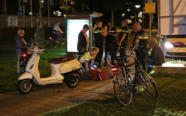 Scooterrijder botst op fietster