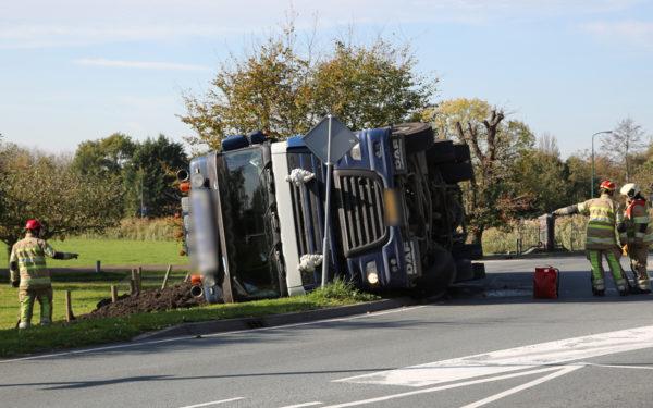Gekantelde vrachtwagen zorgde voor ontploffingsgevaar