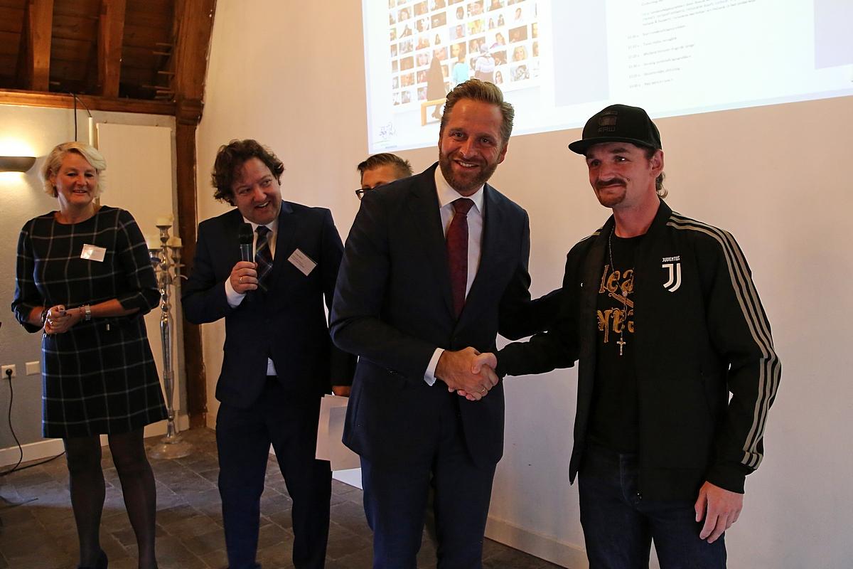 Minister de Jonge op bezoek in Woerden voor aftrap van Iedereen doet mee!