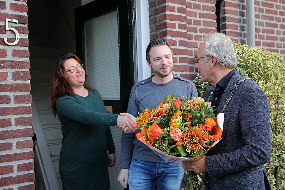 Burgemeester verwelkomt 52.000ste inwoner van Woerden