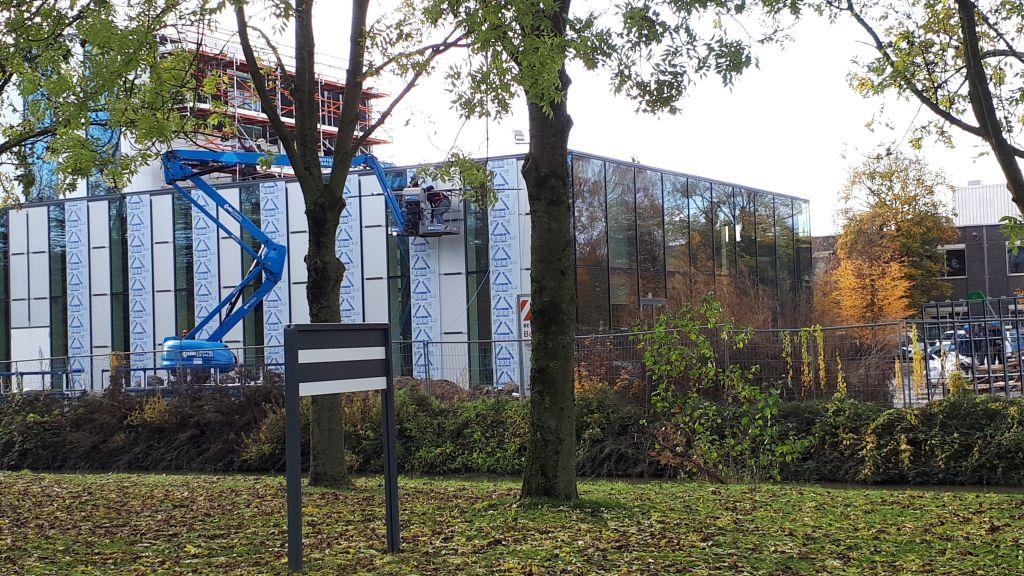 Bouw nieuwe gemeentehuis vertraagd door conflict
