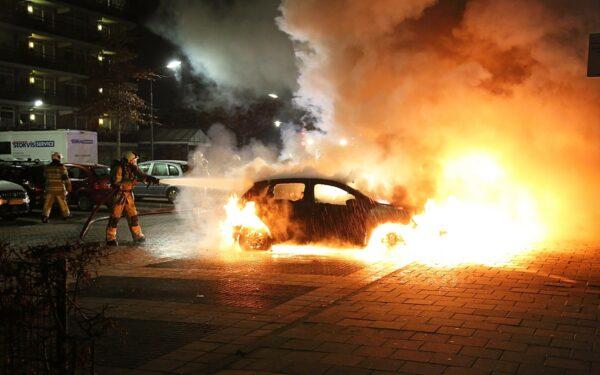 Twee auto´s uitgebrand op Tournoysveld