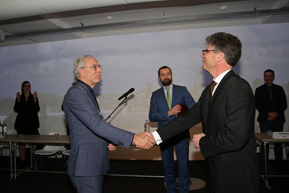 Molkenboer opnieuw beëdigd als burgemeester van Woerden