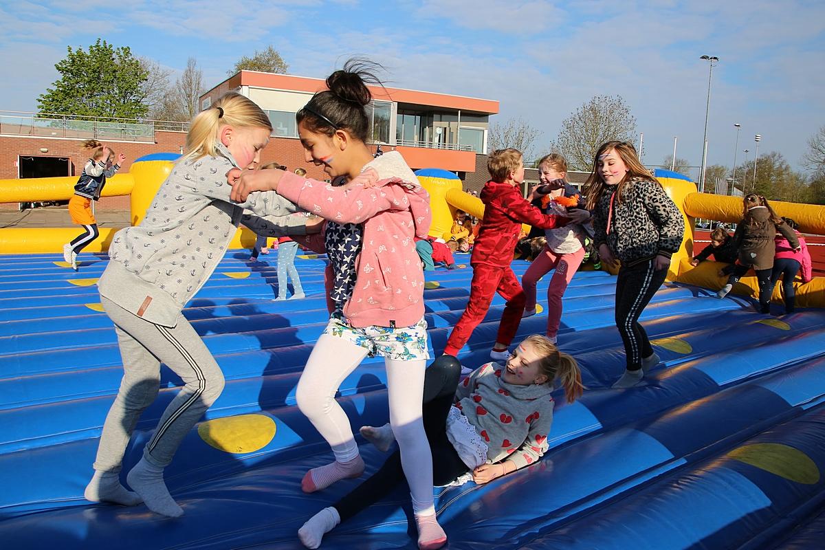 Kinderen in beweging voor Stichting Semmy tijdens Koningsspelen